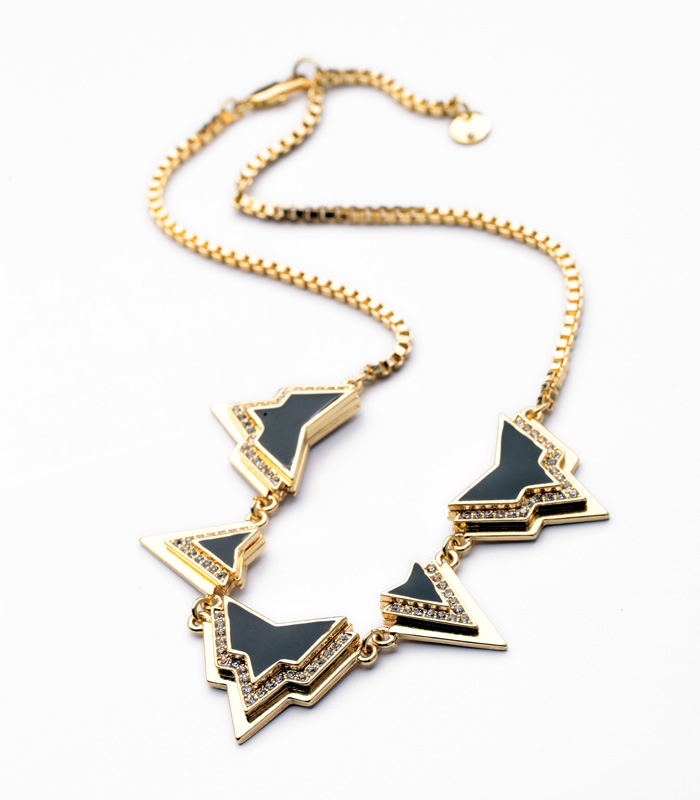 raised-triangles-with-glossy-black-pave-stone